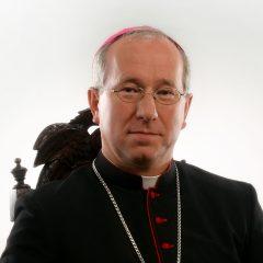 https://diecezja.lowicz.pl/app/uploads/Biskup-Andrzej-e1511869107758-240x240.jpg
