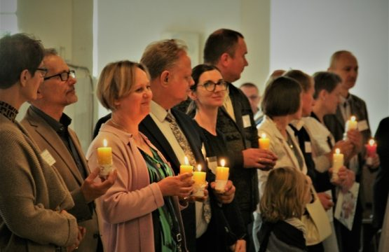 https://diecezja.lowicz.pl/app/uploads/Ekipy-Notre-Dame-555x360.jpg