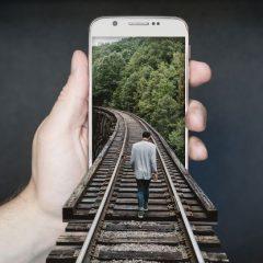 https://diecezja.lowicz.pl/app/uploads/manipulation-smartphone-2507499_960_720-240x240.jpg
