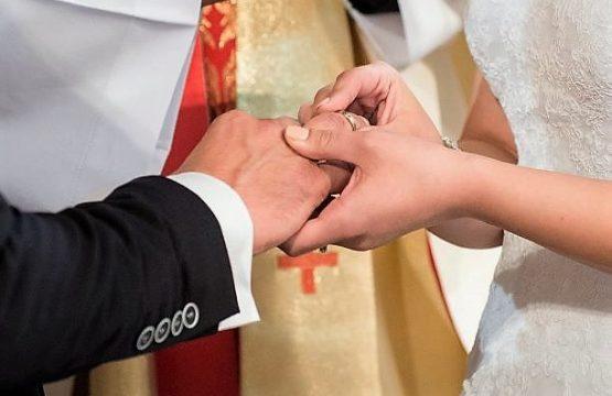https://diecezja.lowicz.pl/app/uploads/wedding-997631_960_720-555x360.jpg